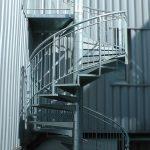 escalier hélicoidal acier acbi marches tôle larmee garde-corps barreaude peinture epoxy