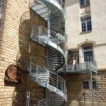 escalier secours erp acbi-marches tole larmee-limon exter-main courante sur fût